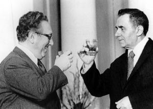 U.S. Secretary of State Henry Kissinger (L) and Soviet Foreign Minister Andrei Gromyko exchange toasts in Moscow in 1974 UPI/File