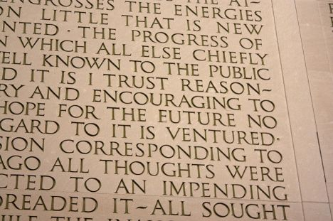 800px-Second_Inauguration_mistake_in_Lincoln_Memorial