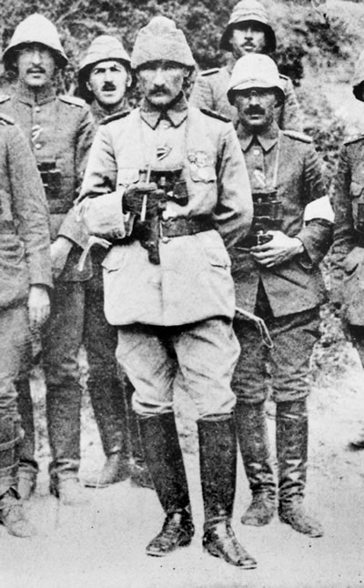 Turkish General Mustafa Kemal, center, at Gallipoli, 1915